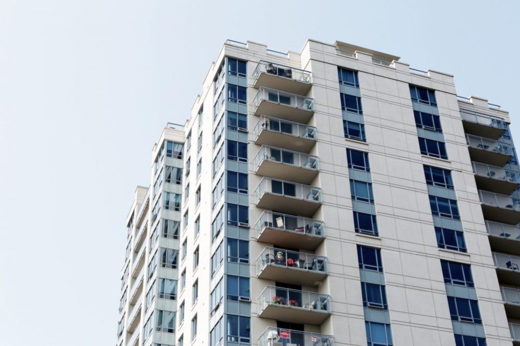 Amianto nel palazzo: quando è il condominio a pagare per i danni