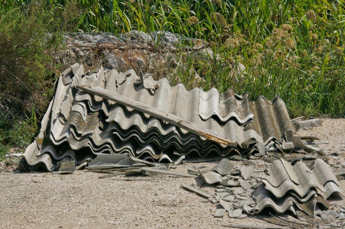 La Sicilia seppellita sotto un milione di metri cubi di amianto