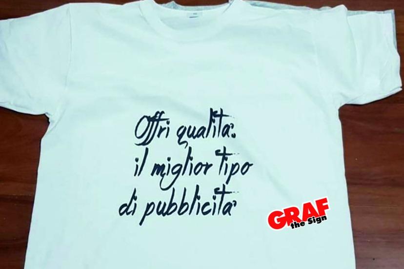 stampa multicolor su t-shirt